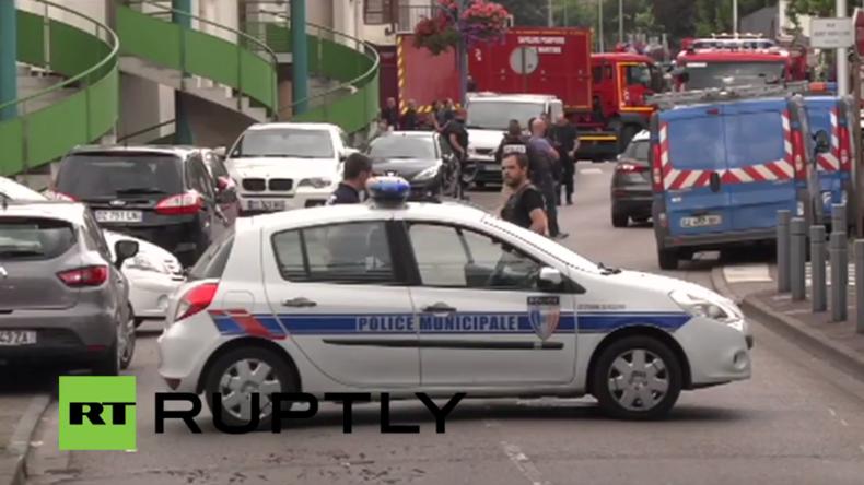 Live aus Saint-Etienne-du-Rouvray nach der tödlichen Geiselnahme in Kirche