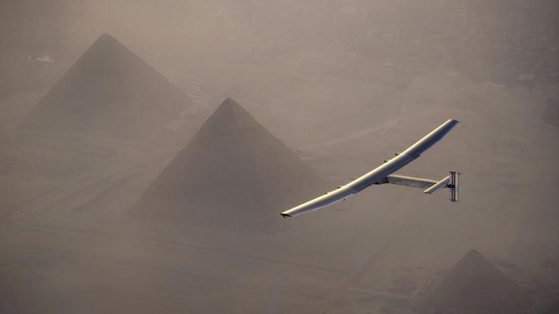 """Landung von """"Solar Impulse 2"""" nach erster erfolgreicher Weltumrundung ohne Treibstoff"""