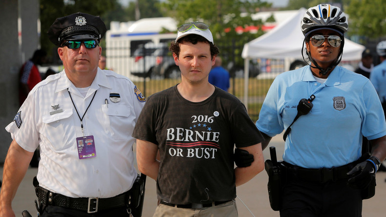 Bernie or Bust: Unterstützer von Bernie Sanders empört über Manipulationen des Parteiestablishments