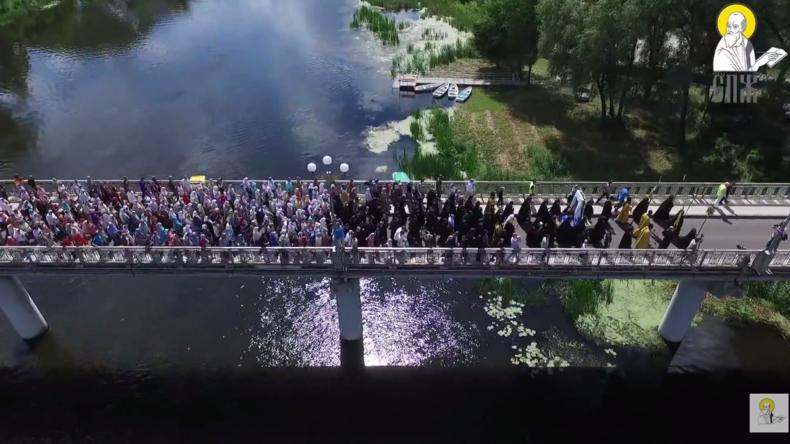 Live: Kirchliche Prozessionen für den Frieden treffen in Kiew zusammen
