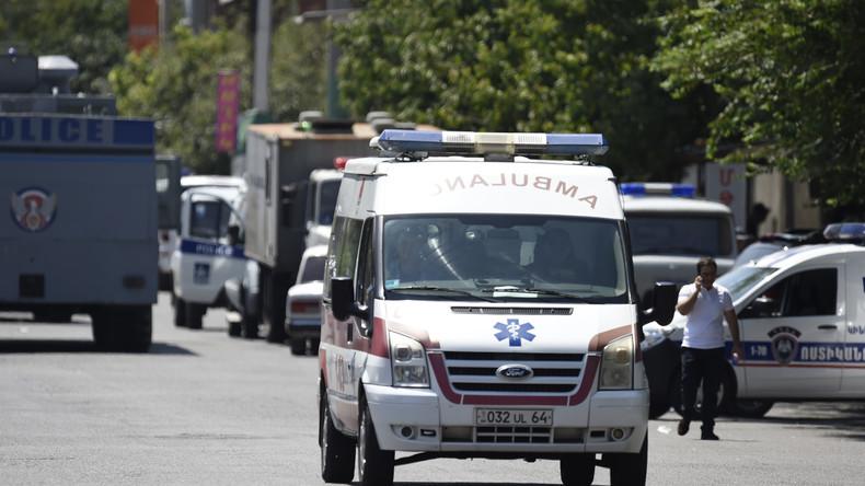 Neue Eskalation in Armenien: Extremisten nehmen Ärzte als Geiseln