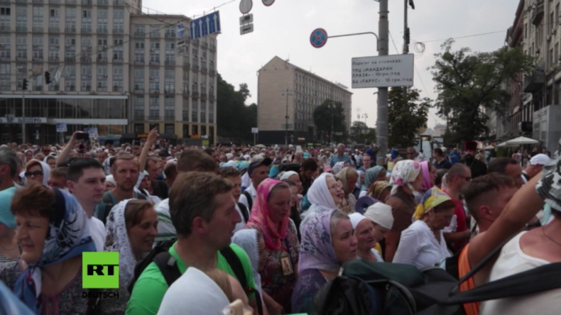 Nach insgesamt 1.100 Kilometern Fußmarsch erreichen Friedensprozessionen ihr Ziel in Kiew