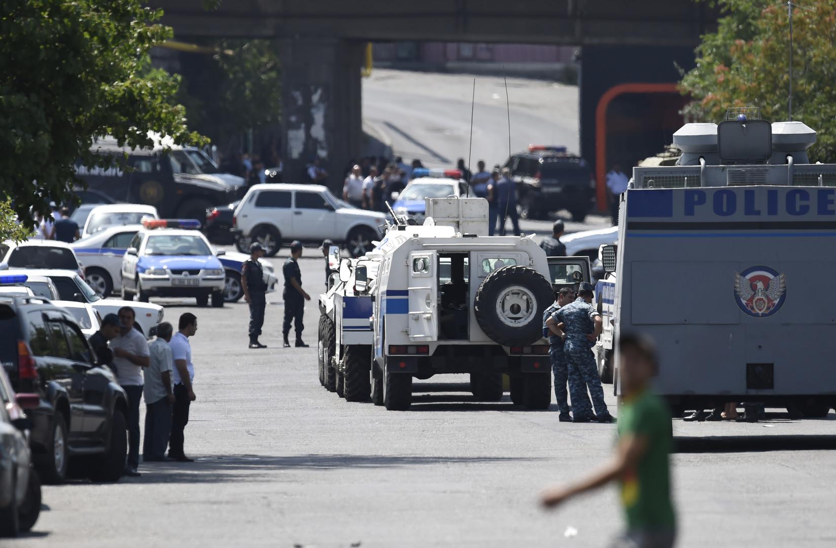 Armenien: Geiselnehmer fordern Freilassung von Extremistenanführer und Rücktritt des Präsidenten