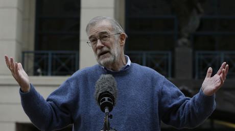 Der ehemalige CIA-Analyst Ray McGovern gründete gemeinsam mit anderen die VIPS, hier vor einem Gericht in Alexandra, Virginia im Januar 2015. McGovern sagte im Verfahren für den Whistle-Blower Jeffrey Sterling aus.