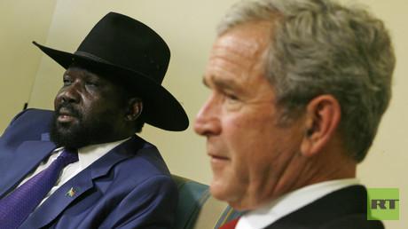 Südsudans Präsident Salva Kiir bei einem Treffen mit George W. Bush im Oval Office des Weißen Hauses im Januar 2009.
