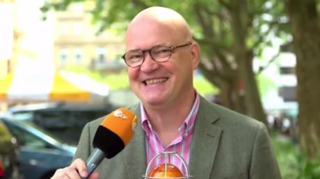 Schluss mit lustig: Die Amadeu Antonio Stiftung will, dass ein Spaßbeitrag von Achim Winter aus der ZDF-Mediathek gelöscht wird. Screenshot: ZDF