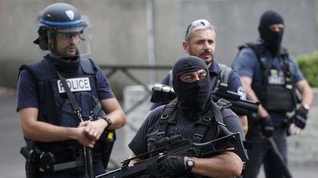 Hilft nix? Macht nix.... Mehr Beamte, mehr Waffen und mehr Befugnisse verhindern offensichtlich keine Gewaltexzesse.