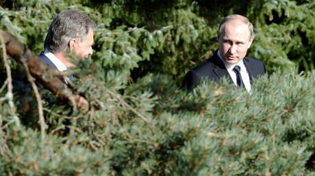 Im Dickicht der internationalen Beziehungen: Finnlands Präsident Sauli Niinisto und Wladimir Putin bei der Ankunft zur Pressekonferenz in Kultaranta, 1. Juli 2016.