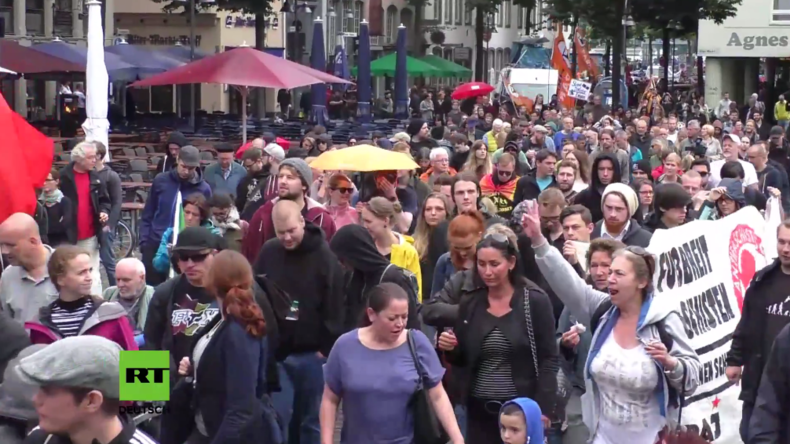 Hunderte demonstrieren gegen Pro-Erdogan-Versammlung in Köln