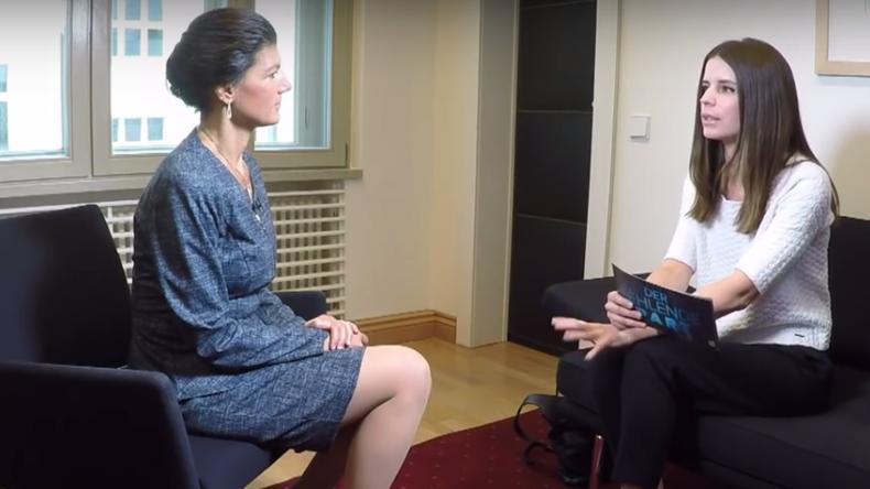 Sahra Wagenknecht im Gespräch mit Jasmin Kosubek