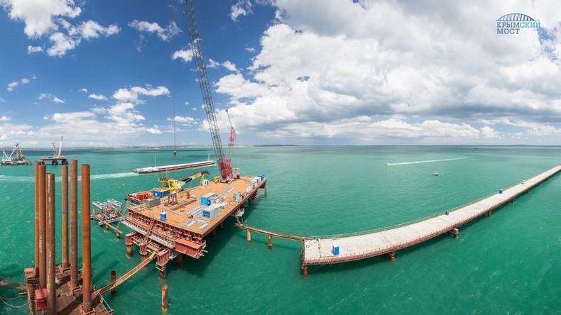 Auf höchstem Stand: Bauarbeiter beginnen mit Errichtung des schiffbaren Teils der Krim-Brücke