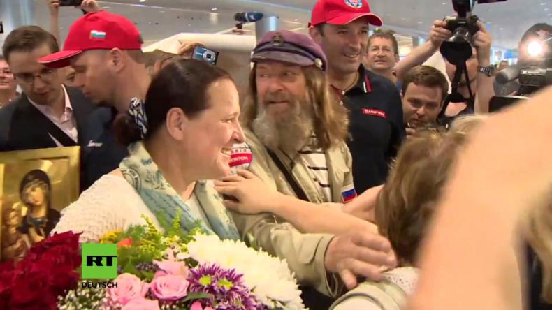 Russischer Abenteurer kehrt mit Weltrekord und Friedensbotschaft zurück nach Moskau