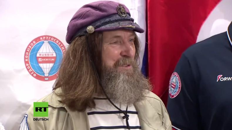 Live: Russischer Weltrekord-Brecher gibt Pressekonferenz in Moskau