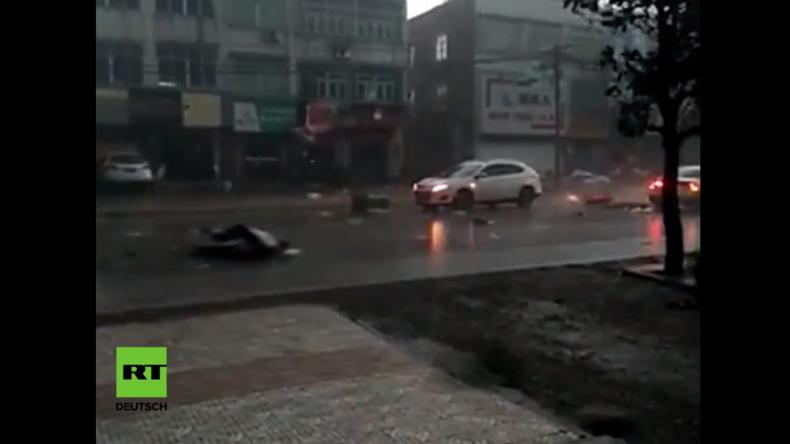 Taifun auf Zerstörungstour durch bevölkerungsreichste Provinz Chinas
