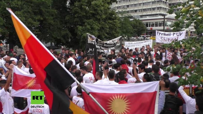 Berlin: Tränenreicher Trauermarsch für durch den IS getötete Jesiden