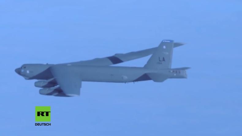 B52 Langstreckenbomber der US-Luftwaffe bei NATO-Großübung über der Ostsee