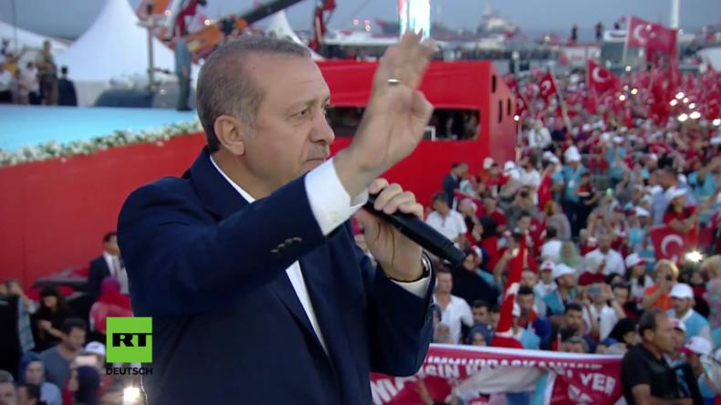 Türkei: Über eine Million Menschen versammeln sich in Istanbul gegen den Putschversuch