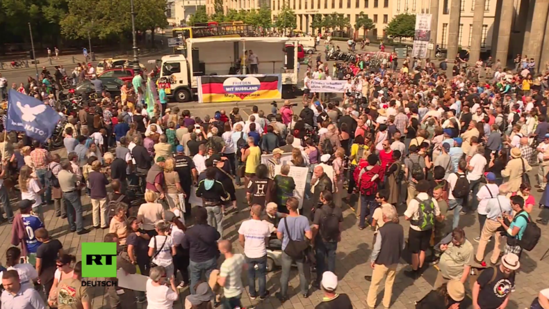 Friedensfahrt nach Moskau gestartet – Für die Völkerverständigung 4.200 Kilometer durch sechs Länder