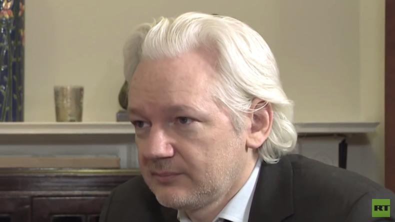 Exklusives RT-Interview mit Assange: Hat WikiLeaks Dokumente, die Hillary ins Gefängnis bringen?