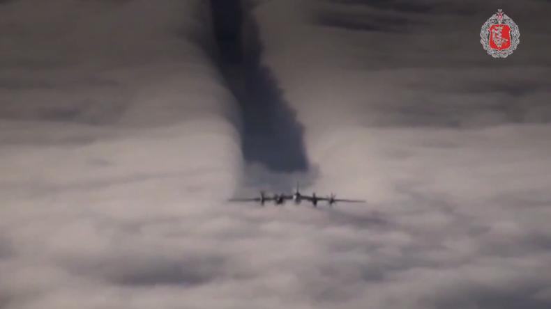 """""""Der Himmel ist mit den Starken"""" - Fan erstellt Video zu Ehren russischer Militärpiloten"""