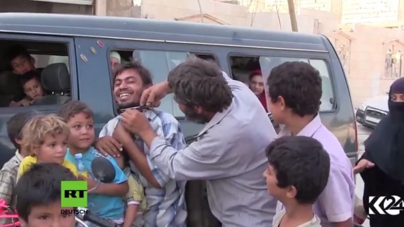 Syrien: Burkas brennen, Bärte fallen – Zivilisten zelebrieren ihre Befreiung vom IS