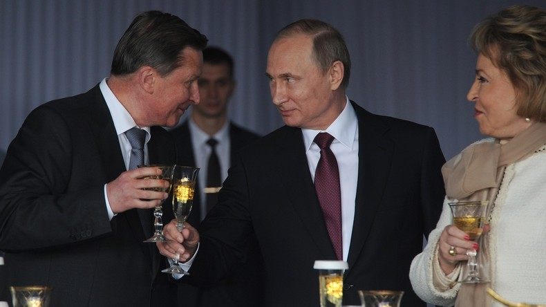 Russland Präsident Wladimir Putin zusammen mit seinem Bürochef am 12. Juni beim Treffen mit der Leiterin des Föderationrates Walentina Matwijenko.