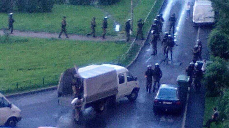 Spezialeinheiten riegeln Wohngebiet in Sankt Petersburg ab - Anwohner berichten von Explosionen