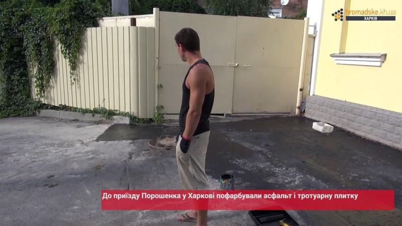 Charkiw: Asphalt wird vor Poroschenko-Besuch schwarz gestrichen