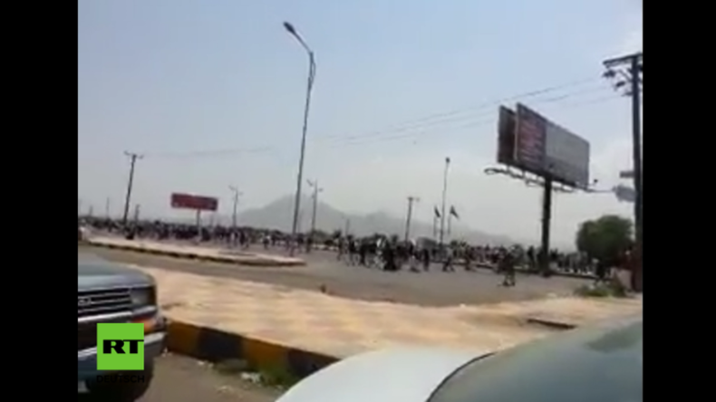Jemen: Kampfjets beschießen Sanaa während Hunderttausende gegen die Saudi-Bombardements protestieren
