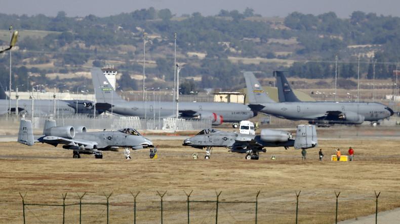 US-Kampfflugzeuge vom Typ Thunderbolt II auf dem türkischen Luftwaffenstützpunkt Incirlik. 11. December 2015