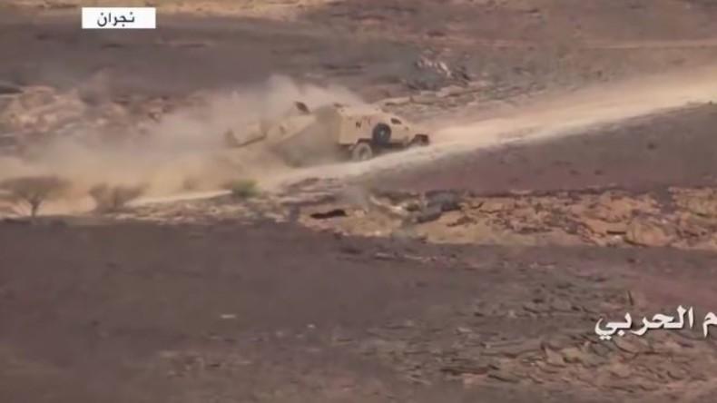 Gefechte in Saudi-Arabien: Saudischer Panzer flüchtet vor angreifenden Huthis und baut Auffahrunfall