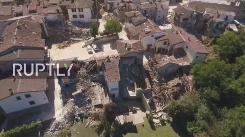 Live: Drohne filmt Verwüstung in Amatrice nach tödlichem Erdbeben in Italien