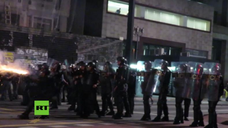 Brasilien: Polizei beschießt Anti-Temer-Demonstranten mit Tränengas und Wasserwerfern in Sao Paolo