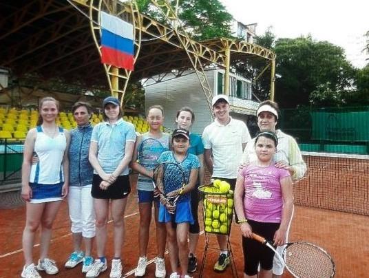 Meine Tennisgruppe. Außen links, das bin ich.