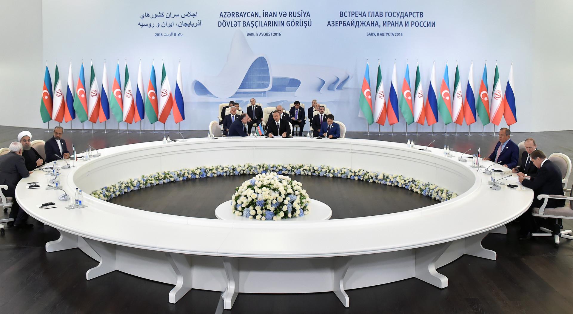 """Dreier-Gipfel zwischen Russland, Aserbajdschan und Iran: Ein wichtiger Wurf im neuen """"Great Game""""?"""