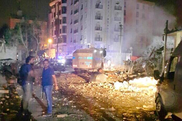 Türkei:  Zahlreiche Anschläge fordern mindestens 12 Tote und mehr als 200 Verletzte