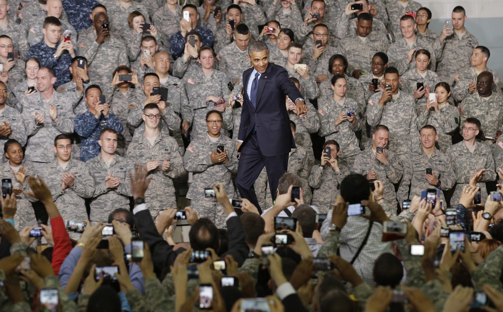 Barack Obama bei einem Treffen mit amerikanischen Militärs und Diplomaten auf dem US-Stürzpunkt Yongsan Garrison in Seoul, Südkorea im April 2014.