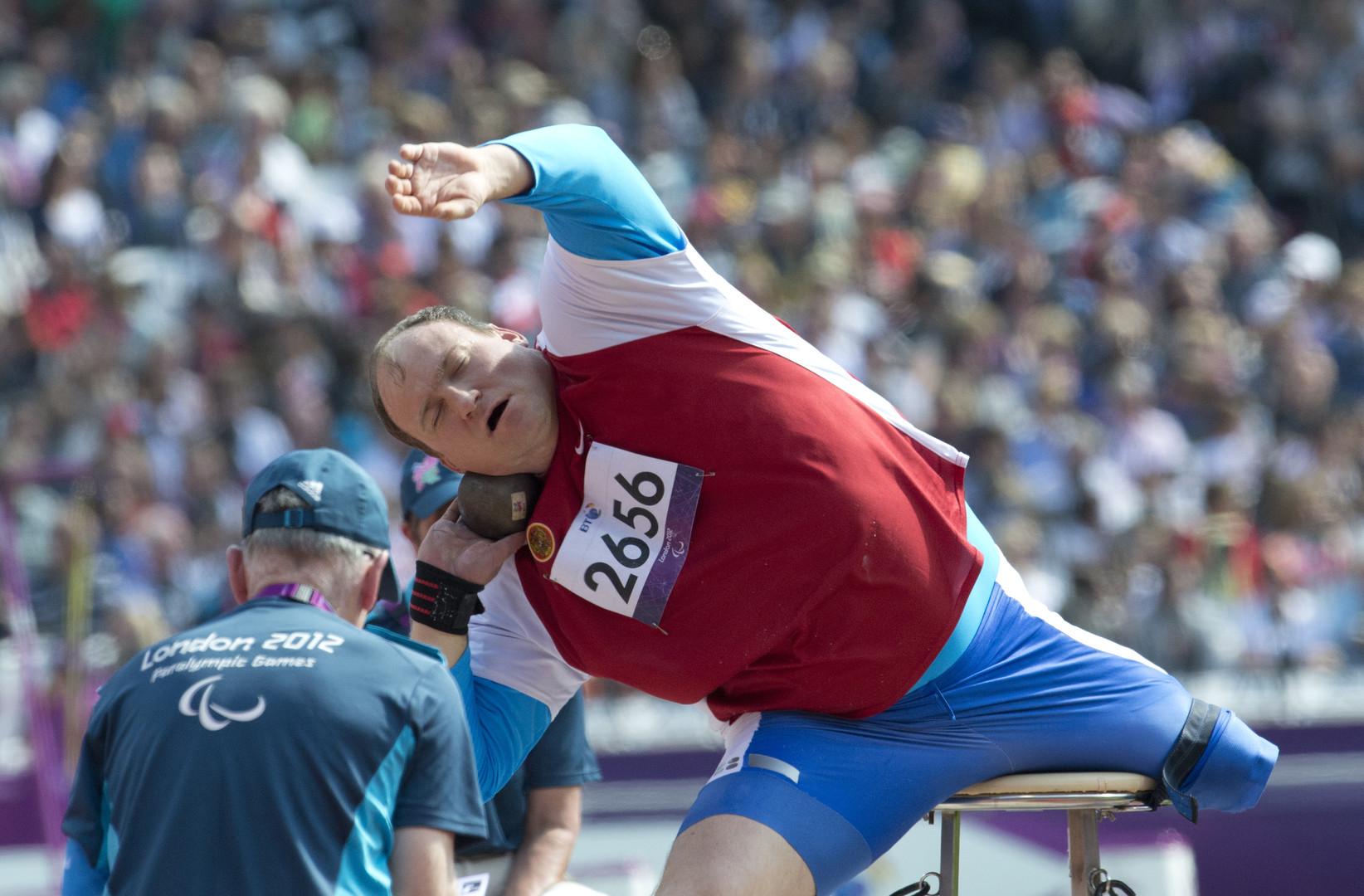 """Kugelstoßer Alexei Aschapatow bei den ХIV. Paralympischen Sommerspielen in London """"Mein Leben lang versuche ich, für eine gesunde Lebensweise zu werben. Vielleicht hilft mein Beispiel Menschen, auch schwierige Lebenssituation zu überwinden"""", so Alexei Aschapatow."""
