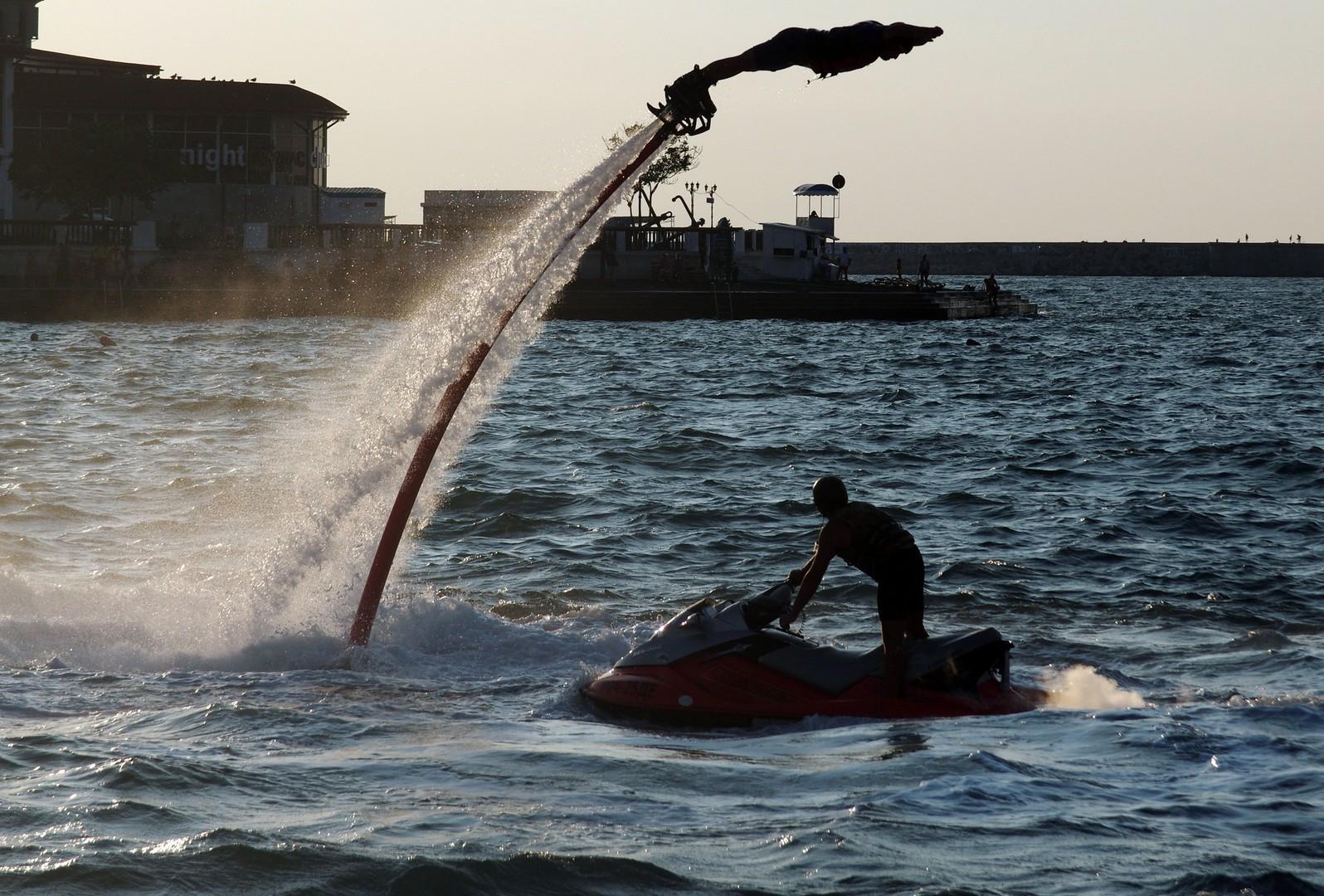 Flyboarding-Motto: Schwimmen wie ein Delphin, fliegen wie ein Vogel.