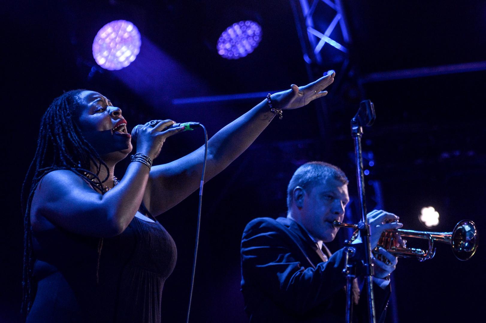 US-amerikanische Grammy-Preisträgerin, Johnaye Kendrick, und russischer Trompeter, Witali Golownjow (NY Connection)
