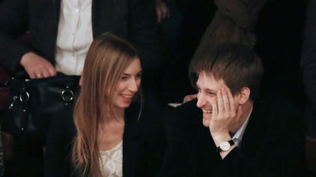 Edward Snowden mit seiner Freundin Lindsay Mills in einem Theater in Moskau.