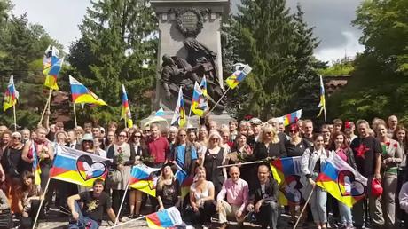 Rund 250 Menschen aus ganz Deutschland beteiligen sich an der Friedensfahrt von Berlin nach Moskau. Bild: NuoViso.tv