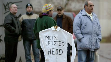 Das letzte Hemd hat keine Taschen. Für Hartz IV-Empfänger wird es im Krisenfall eng.