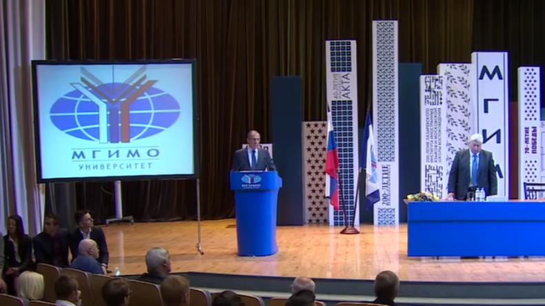 Live: Lawrow spricht zu Erstsemestern im MGIMO