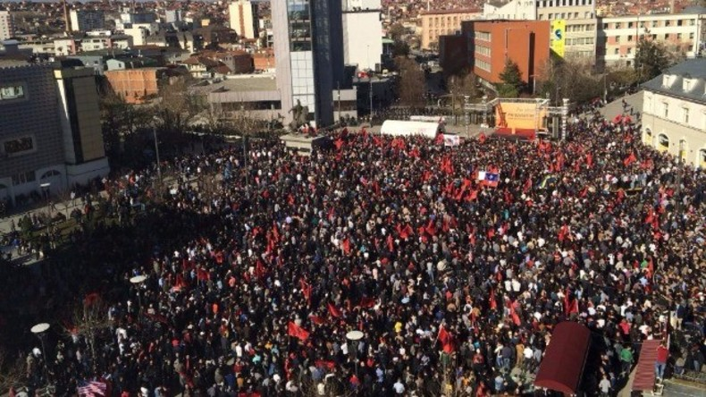 Live: Protest gegen Grenzdemarkationsabkommen mit Montenegro in Pristina