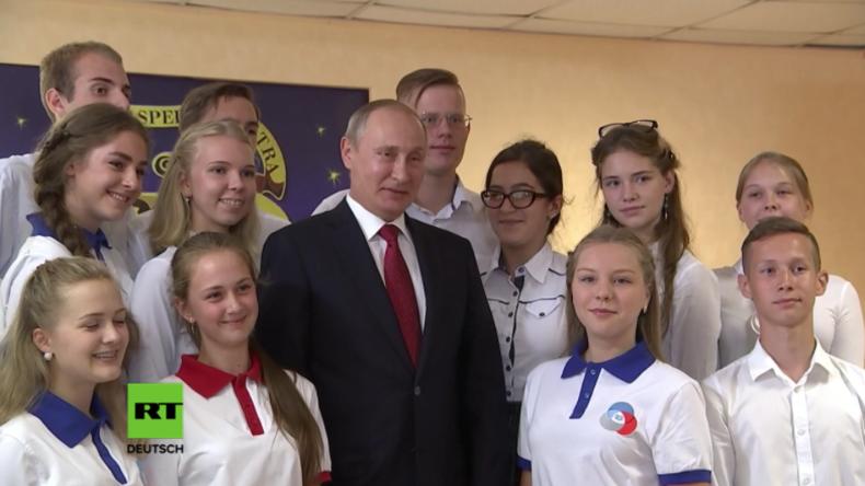 Wladiwostok: Putin besucht zum Tag des Wissens Schüler und gibt ihnen Tipps für die Zukunft