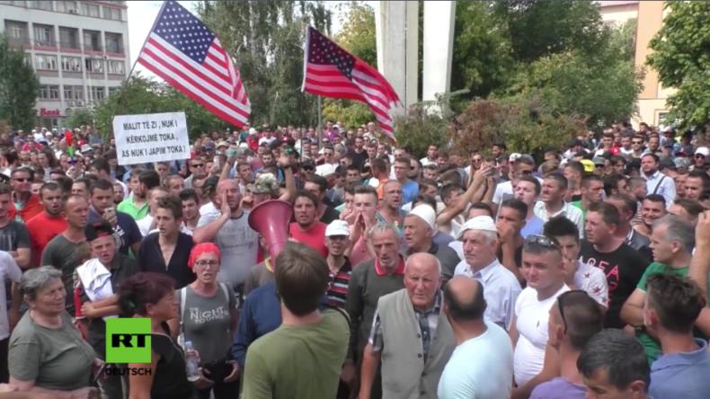 Pristina: Protestler feiern Vertagung der Diskussion zum Grenzdemarkationsabkommen mit Montenegro