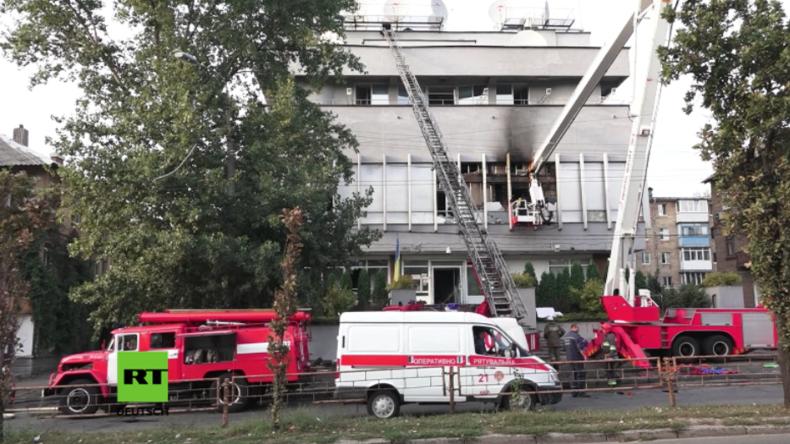 """Molotow-Cocktails und brennende Reifen an Bürogebäude des TV-Senders """"Inter"""" in Kiew"""
