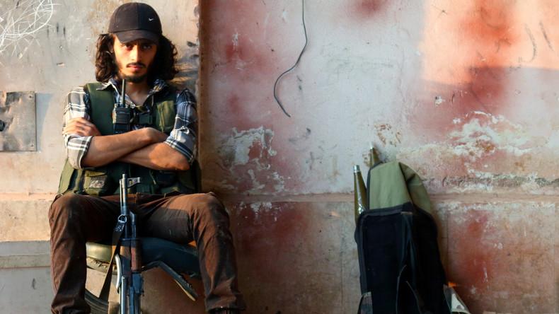 """Vom Entführer und Folterer zum """"Freiheitskämpfer""""? Der britische Reporter Anthony erkannte in einem Video von den USA unterstützter syrischer Rebellen seinen eigenen Peiniger wieder."""