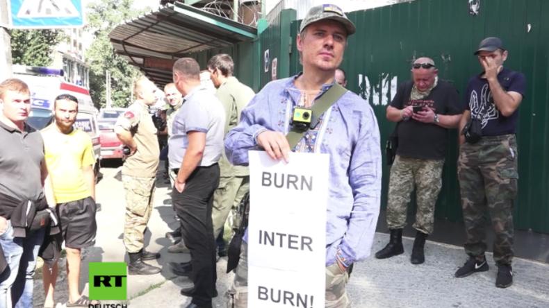 """Kiew: """"Brenne Inter! Brenne!"""" - Rechtsradikales Bataillon """"Heilige Maria"""" belagert TV-Sender"""